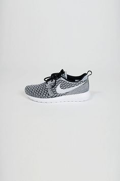 roshe run fly knit - Nike - Black White   Heren   Schoenen   Shop   Number  Nine fe20352cf1