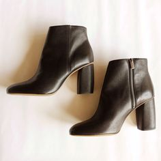 b38a629928a Everlane Leather Zipper Ankle Boot Never Worn    3.5