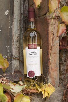 Bílé víno - Tramín červený Výběr z bobulí - Vinum Moravicum a.s. Whiskey Bottle, Rose, Pink, Roses