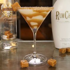 RumChata Caramel Martini: 2 parts RumChata, 1 part Caramel Vodka. Drizzle sides of glass with caramel. Shake ingredients with ice and strain into martini glass. Bar Drinks, Cocktail Drinks, Yummy Drinks, Beverages, Vodka Cocktails, Vodka Martini, Carmel Vodka Drinks, Craft Cocktails, Martini Party