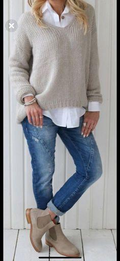 Boots Long Skirt Winter Fashion Ideas For 2019 mode rock The Fashionable baby boomer! Fashion Mode, Look Fashion, Autumn Fashion, Womens Fashion, Trendy Fashion, Winter Fashion Boots, Fashion Over 40, Fashion 2018, Cheap Fashion