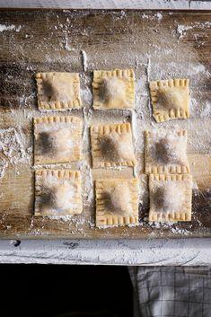 How to Make Gluten Free Filled Pasta {Ravioli + Tortellini} - Kimi Eats Gluten Free Gluten Free Tortellini, Gluten Free Ravioli, Gluten Free Pasta Recipe, Ravioli Dough Recipe, Egg Pasta Recipe, Pasta Lunch, Filled Pasta, Gluten Free Cooking, Free Recipes