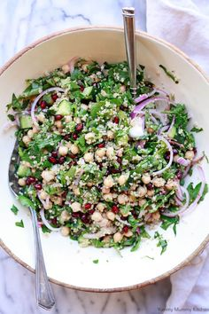 Chickpea Quinoa Salad with Spinach and Pomegranate Cucumber Quinoa Salad, Spinach Salad, Quinoa Spinach, Chickpea Recipes, Healthy Dinner Recipes, Vegetarian Recipes, Vegan Xmas Dinner, Pork Recipes, Salad Recipes