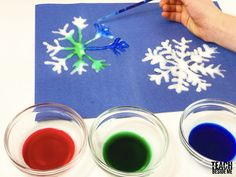 Winter Craft ~ Watercolor and Salt Snowflakes – Teach Beside Me Make this stunning salt and watercolor snowflake winter craft with your kids. It is a fun way to teach both science and art at once! Animal Crafts For Kids, Winter Crafts For Kids, Winter Kids, Winter Art, Winter Theme, Art For Kids, Preschool Winter, Children Crafts, Paper Snowflake Template