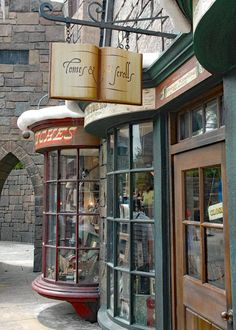 Image in Harry Potter collection by Elise Ward-Huntingten Hogwarts, Slytherin Aesthetic, Book Cafe, Diagon Alley, Book Aesthetic, Shop Fronts, Book Nooks, Beautiful Places, Facade