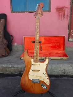 Stratocaster Guitar, Fender Guitars, Guitar Tips, Guitar Lessons, Famous Guitars, Guitar Design, Vintage Guitars, Electric Guitars, Cool Guitar