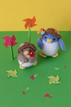 Ravelry: Flower penguins pattern by Sachiyo Ishii Knitting Patterns Free, Free Knitting, Free Pattern, Penguin Ornaments, Christmas Ornaments, 4 Ply Yarn, Knitted Animals, Toy Boxes