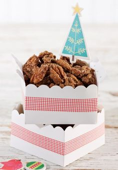 These sugared cinnamon pecans are a holiday gift for teachers!
