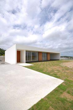 NKZT-house: 門一級建築士事務所が手掛けた家です。 Garage Doors, Outdoor Decor, Room, House, Home Decor, Bedroom, Decoration Home, Home, Room Decor