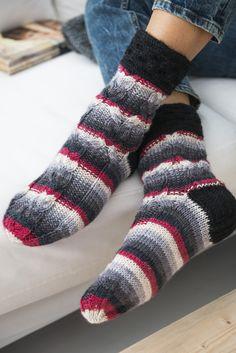 Palmikkoneulesukat Novita 7 Veljestä Raita | Novita knits