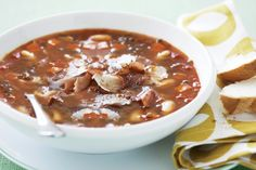 Lentil & cannellini bean soup yum and super easy Bean Soup Recipes, Lentil Recipes, Cannellini Bean Soup Recipe, Chili, Great Recipes, Favorite Recipes, Dried Beans, Lunch Snacks, Winter Food