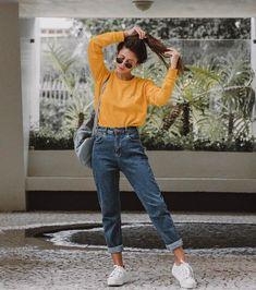 Por qué se puede convertir en tu color favorito de este año Mode Outfits, Jean Outfits, Trendy Outfits, Outfits With Mom Jeans, Mom Jeans Style, Girls Jeans, School Outfits, Jeans For Women, Sporty Dresses
