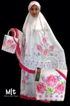 Design baru #Mukena Lukis Tangan bb 54302987 WA 082264009999, kualitas baguss ukuran Jumbo. reseller wellcome!