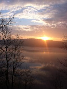 Early spring sunset and a great view on Lake Wallenpaupack! #PoconoMtns