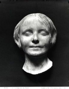 L'Inconnue de la Seine - the most kissed lips in the entire world http://www.cultofweird.com/medical/most-kissed-lips/