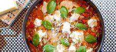 Deze lasagne uit de pan met courgette, prei, paprika en mozzarella is makkelijk te maken en echt heerlijk. Hier mijn recept voor deze lekkere panlasagne.