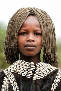 Africa | Tsemay girl. the Tsemay are the shepherds who inhabit the lower Omo Valley. Ethiopia | © Hector Conesa