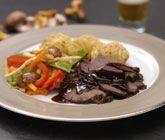 Ett trevligt recept på örtbakad hjortstek i ugn. Den härliga steken av hjort passar perfekt att servera till fest - speciellt tillsammans med hasselbackspotatis och svamp!