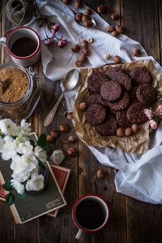 Biscotti all'olio d'oliva, nocciole e cacao