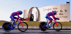 Gara ciclistica Coppi e Bartali: i ciclisti alla rotonda Casadei a Sant'Angelo