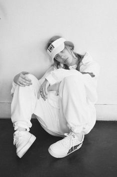 Celebs How much is Billie Eilish Worth ? Billie Eilish, Favorite Person, My Favorite Things, Queen, Me As A Girlfriend, Music Artists, Love Her, Celebs, Black And White