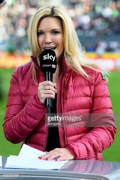 MOENCHENGLADBACH, GERMANY - NOVEMBER 02: Moderator Jessica... #castroprauxel: MOENCHENGLADBACH, GERMANY - NOVEMBER 02:… #castroprauxel