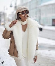 How to wear uggs winter outfits coats ideas for 2019 Winter Fashion Outfits, Fur Fashion, Fall Winter Outfits, Autumn Winter Fashion, Womens Fashion, Jackets Fashion, Winter Beauty, Winter Chic, Classy Outfits