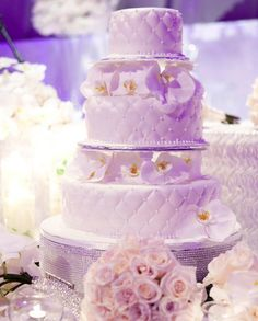 Gorgeous Wedding Cake Fresh Flowers Combo You Will Love – Bridezilla Flowers Wedding Cakes With Cupcakes, Cool Wedding Cakes, Wedding Cake Designs, Party Cakes, Cupcake Cakes, Mini Cakes, Wedding Themes, Wedding Ideas, Wedding Cake Fresh Flowers
