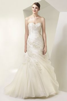 Wedding Dress Photos - Find the perfect wedding dress pictures and wedding gown photos at WeddingWire. Browse through thousands of photos of wedding dresses. Buy Wedding Dress, Wedding Dress Organza, Wedding Dresses Photos, Perfect Wedding Dress, White Wedding Dresses, Wedding Attire, Bridal Gowns, Wedding Gowns, Lace Wedding