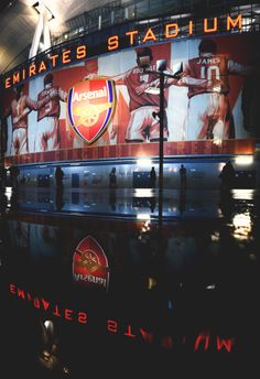 The Emirates at night Arsenal Fc Players, Arsenal Football, Homescreen Wallpaper, Iphone Wallpaper, Arsenal Wallpapers, Arsenal Shirt, Cristiano Ronaldo Wallpapers, English Premier League, Red Army