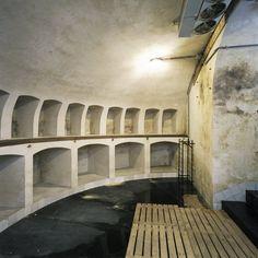 De wijnkelder, gelegen onder het bordes, in het souterrain van het corps de logis