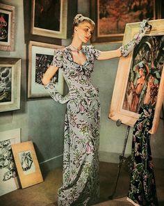 Swoon! A ravishingly elegant look from Harper's Bazaar magazine, 1947.