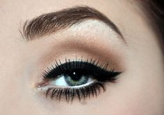 What to say?  The EYELINER   And the very pretty, simple eyeshadows - I love it! <3