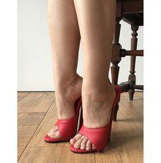 Sexy Mistress Hi Heel Stiletto Fetish Slipper Slides Mule Red Matte Hot Heels, Sexy Legs And Heels, Sexy High Heels, Stilettos, Stiletto Heels, Platform High Heels, High Heel Boots, Sexy Zehen, Heeled Mules