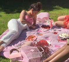 Image shared by ♡🅻🅰🅳🅴🅴_ORCHARD♥︎. Find images and videos about girl, food and girly on We Heart It - the app to get lost in what you love. Summer Aesthetic, Aesthetic Photo, Pink Aesthetic, Classy Aesthetic, Aesthetic Outfit, Aesthetic Pictures, Picnic Date, Summer Picnic, Beach Picnic