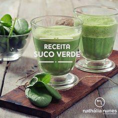 Exagerou no fim de semanaEntão invista em um bom suco verde  para iniciar a semana com muita vitalidade e energia! . Ingredientes:  2 fatias de abacaxi  1/2 maçã verde  1 limão  1 folha de couve manteiga  2 rodelas de pepino  punhado de hortelã  lascas de gengibre. Bater os ingredientes com água água de coco ou chá verde. Para aproveitar melhor os benefícios do suco não coar. Bom dia!  . #nathalianunesnutri #nutriçãofuncional #receita #sucoverde #nutrientes by nathalianunes_nutri…