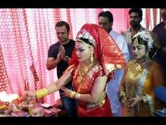 WATCH Rakhi Sawant's Ganpati Celebration at home | GANESH CHATURTHI 2015. See the full video at : https://youtu.be/464ZSy25zg8 #rakhisawant #ganeshchathurthi