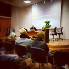 """Al nostro seminario di lavoro """"Prendersi cura degli sconfinamenti"""" Gianfranco Schiavone di @asgi_it #cdc10"""