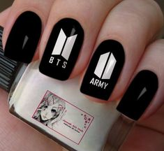 Elegant Black And White Nail Art Designs You Need To Try; Elegant Black And White Nail Art Designs; Elegant Black And White Nail; Black And White Nail; Black And White Nail Art Designs; K Pop Nails, Us Nails, Hair And Nails, Korean Nail Art, Korean Nails, Black And White Nail Art, White Nails, Black Art, Army Nails