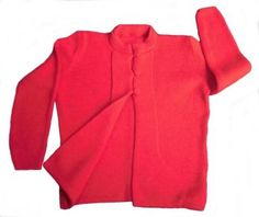 Modische rote #Damen #Strickjacken aus #Alpakawolle. Verschließbar mit 3 Knöpfen. Modischer Stehkragen.