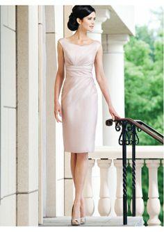 beiges knielanges Kleid