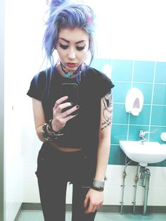 I've decide that pastel goth is defiantly my kind of style, black with a hint of colour