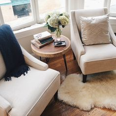 Major snaps to @athartwell for mastering the (difficult) art of decorating the area in front of a bay window, with two beautiful swoop-arm chairs found #onOneKingsLane!!