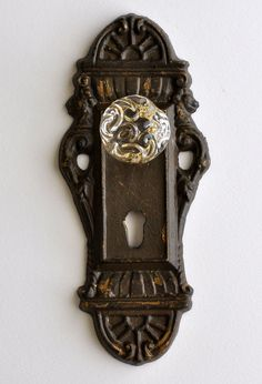 I want to get antique door knobs and plates like this and put a bunch in my entry way!!!