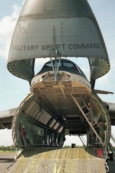 C-5 Galaxy transport Military Jets, Military Weapons, Military Aircraft, C 5 Galaxy, Photo Avion, Aircraft Interiors, Cargo Aircraft, Military Pictures, Aircraft Pictures