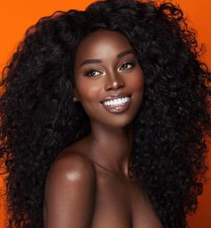 5 soins capillaires à faire avant votre shampoing The pre-poo or pre-shampoo care that should be rin Beautiful Dark Skinned Women, Beautiful Black Girl, Beautiful Women, Gorgeous Makeup, Beautiful Gorgeous, Dark Skin Beauty, Dark Skin Makeup, Natural Makeup, Glowy Skin