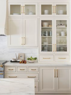 Home Decor For Small Spaces Beige kitchen cabinets inspo! Light and bright warm paint colors.Home Decor For Small Spaces Beige kitchen cabinets inspo! Light and bright warm paint colors. Off White Kitchen Cabinets, Off White Kitchens, Kitchen Cabinet Colors, Kitchen Decor, Kitchen White, Cream Cabinets, Cream Colored Cabinets, Kitchen Cabinetry, Rustic Kitchen
