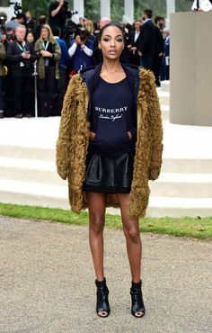 Jourdan Dunn assiste au défilé Burberry Prorsum (collection printemps-été 2016) à Hyde Park. Londres, le 21 septembre 2015.