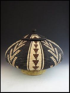 BASKET  -  Another beautiful Zulu Basket from South Africa