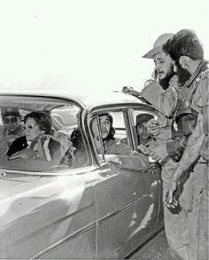 Guevara. Aleida y compañeros